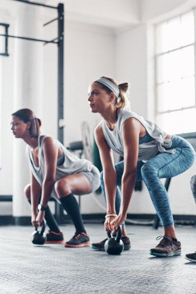 Ejercicio físico y alimentación balanceada: pilares de la buena salud.