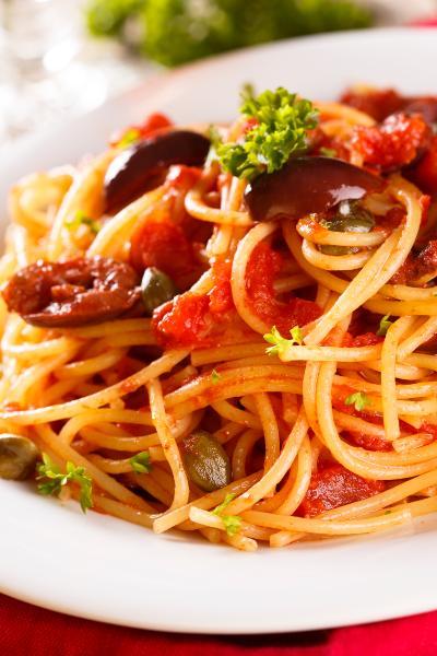 La salsa puttanesca es insignia de la comida italiana