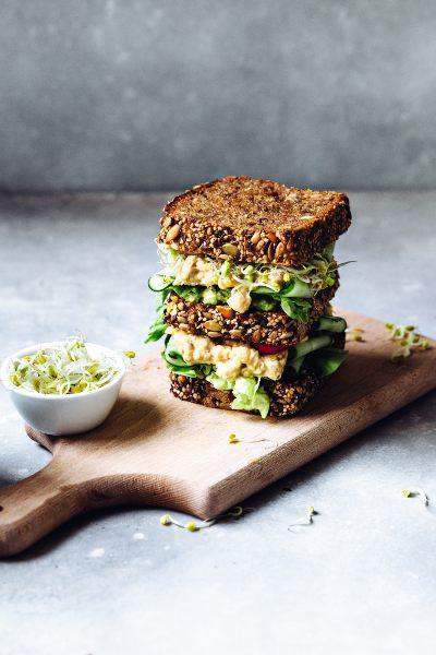 El mejor sandwich de ratatouille con pan integral y queso