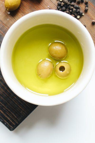 Aceite de oliva con limón: verdad o mentira de sus efectos
