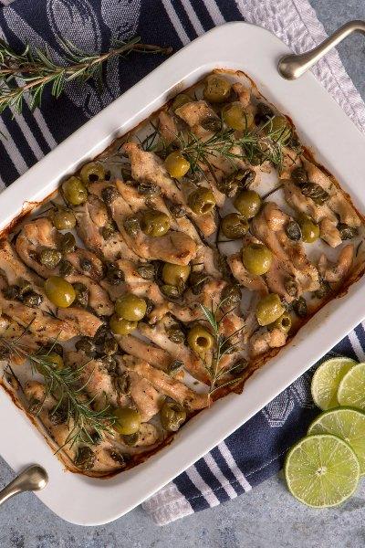 Pollo al romero con alcaparras y aceitunas
